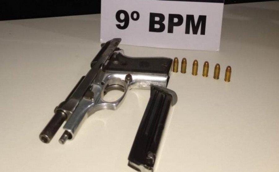Arma e munições apreendidas pela PM em Araguatins em posse do homem preso por porte ilegal de arma de fogo (Foto: Ascom/9º BPM)