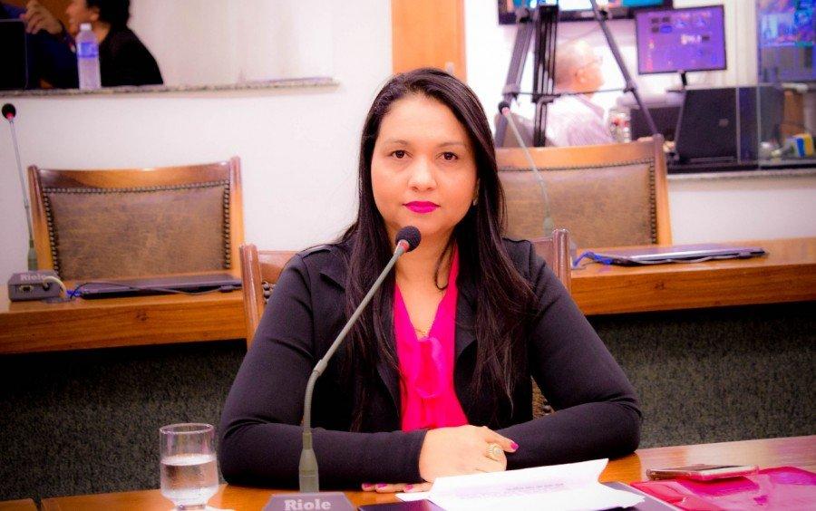 Deputada Vanda Monteiro propõe prioridade para encaminhamento de vagas de emprego às vítimas de violência doméstica e familiar
