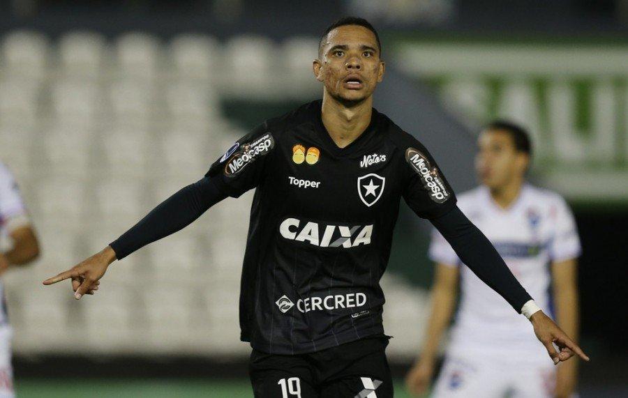 Tocantinopolino Luiz Fernando, meia do Botafogo