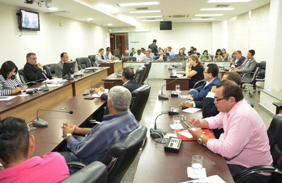 Discussões aconteceram na manhã de hoje, no plenarinho (Foto: Isis Oliveira)