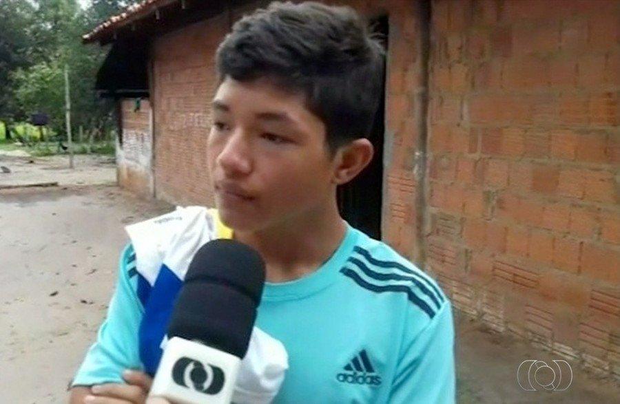 Achei que ia tombar e sair capotando, disse criança vítima de acidente com ônibus escolar ( Foto: TV Anhanguera)