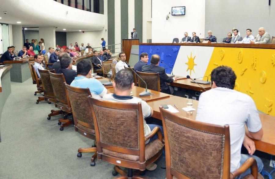 Deputados querem investigar possíveis taxas abusivas (Foto: Clayton Cristus)
