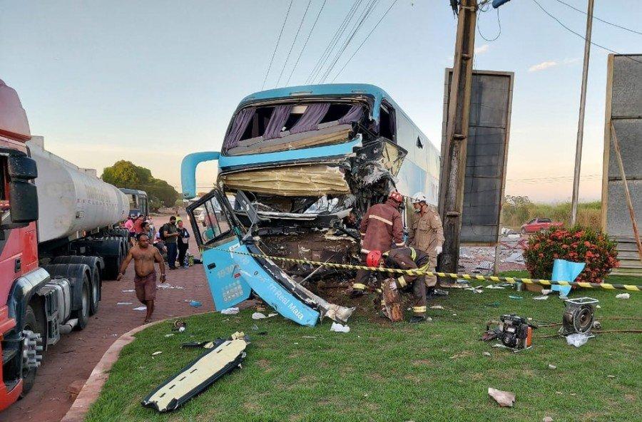 Acidente com ônibus na BR-010, em Paragominas-PA (Foto: Reprodução/ TV Liberal)