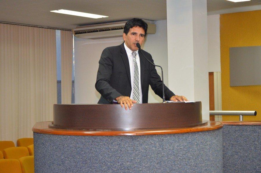 Vereador professor Júnior Geo (PROS)
