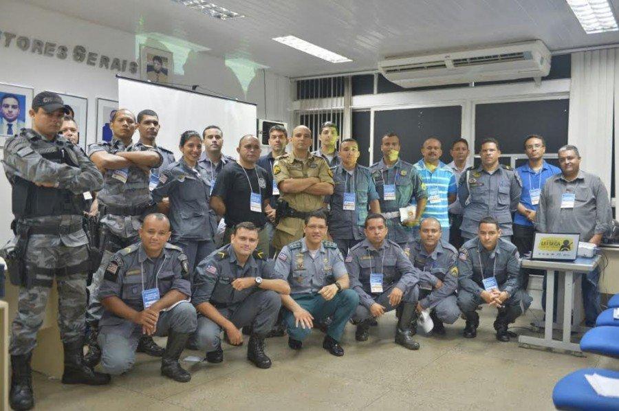 Turma de participantes do curso de identificação veicular