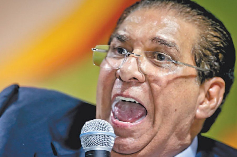 Jornal denuncia manobra de senador para escapar de processo e manter o controle de emissoras