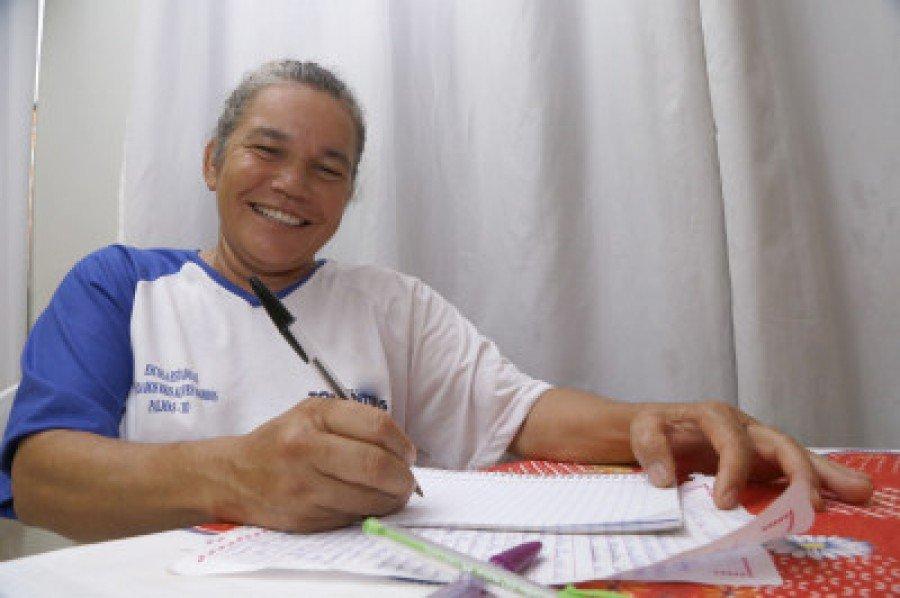 Além da alfabetização, programa oportuniza aumento da escolarização e acesso à cidadania (Foto: Marcio Vieira)