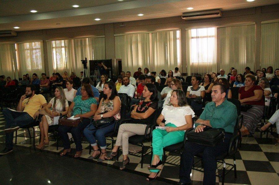 Coordenadores de curso, professores representantes de núcleos docentes de todos os câmpus participando da capacitação
