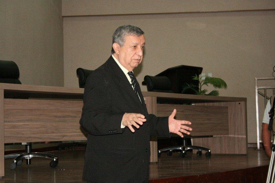 Consultor Gildásio Mendes elogiando a iniciativa da Unitins de envolver todos os segmentos na construção do Plano Estratégico da Universidade
