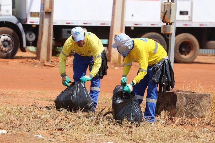 O acúmulo de lixo nas ruas traz graves problemas ambientais, como alagamentos