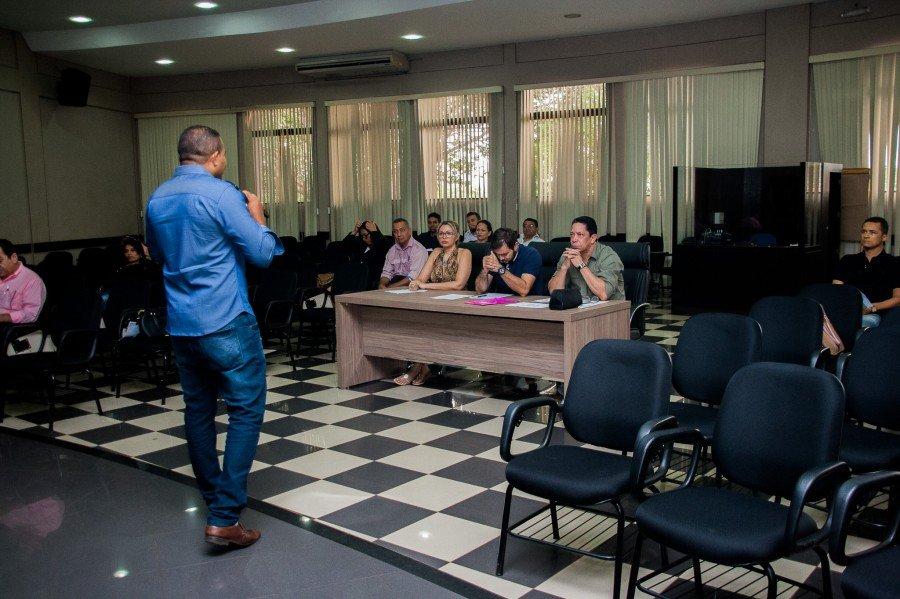 Acadêmicos são das turmas de 2013 e 2014 do curso de Administração Pública da UAB Unitins