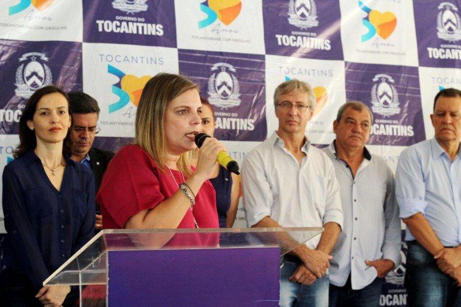 Claudia Lelis realiza entregas em Palmas (Foto: Manoel Lima)