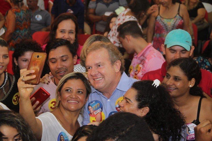 Governador foi recebido com entusiasmo pelos eleitores da Capital
