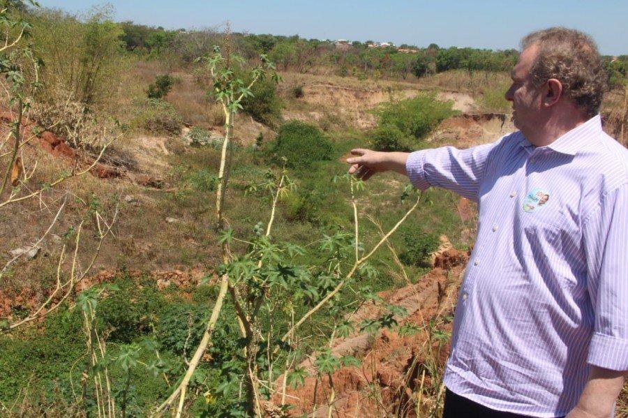 Governo inicia obras em cratera em Araguaína, 15 dias após vistoria de Carlesse