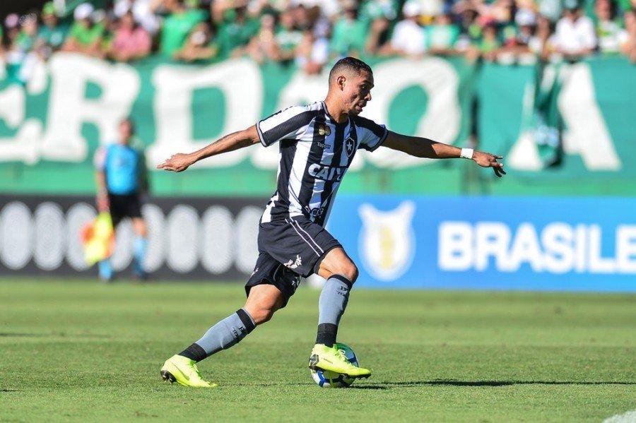 Luiz Fernando marca e garante vitória do Botafogo, e é destaque no