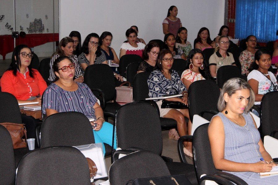Educadores debatem frequência escolar dos alunos beneficiários do Programa Bolsa Família (Foto: Lino Vargas)