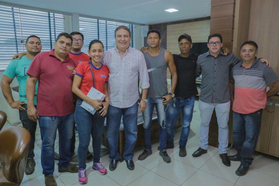Prefeito Laurez garantiu boxes no novo camelódromo para ambulantes da Avenida Goiás (Foto: John Souza/Secom)