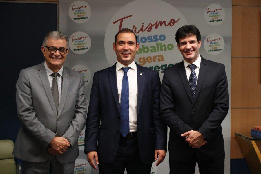 Deputado federal Vicentinho Júnior destacou potencial turístico e solicitou viabilidade de recursos para a temporada de praias do Tocantins