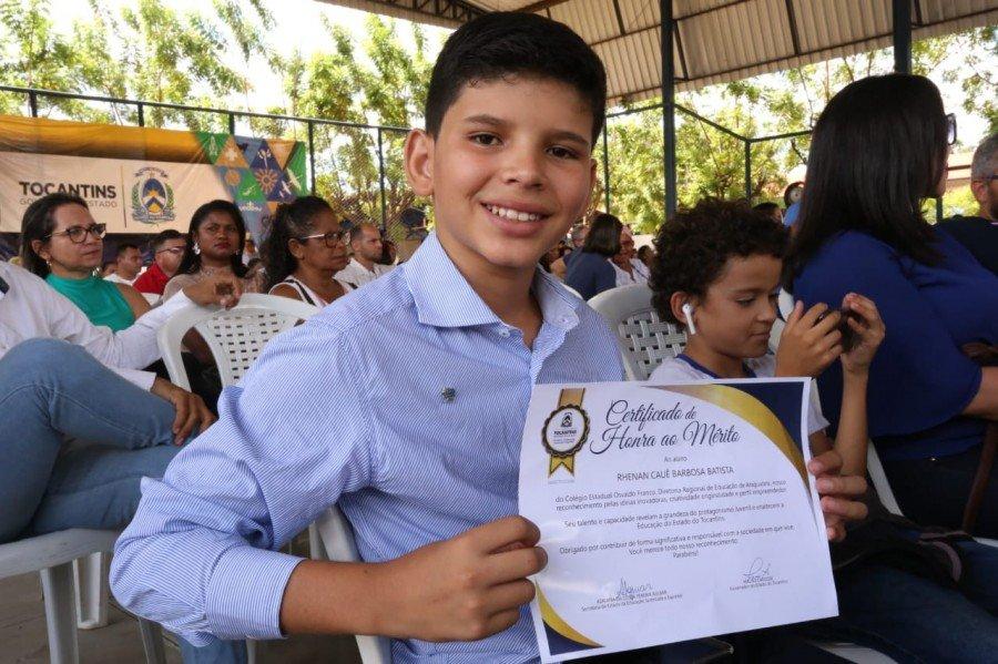 Rhenan Cauê se destacou por iniciativas de impacto social na escola