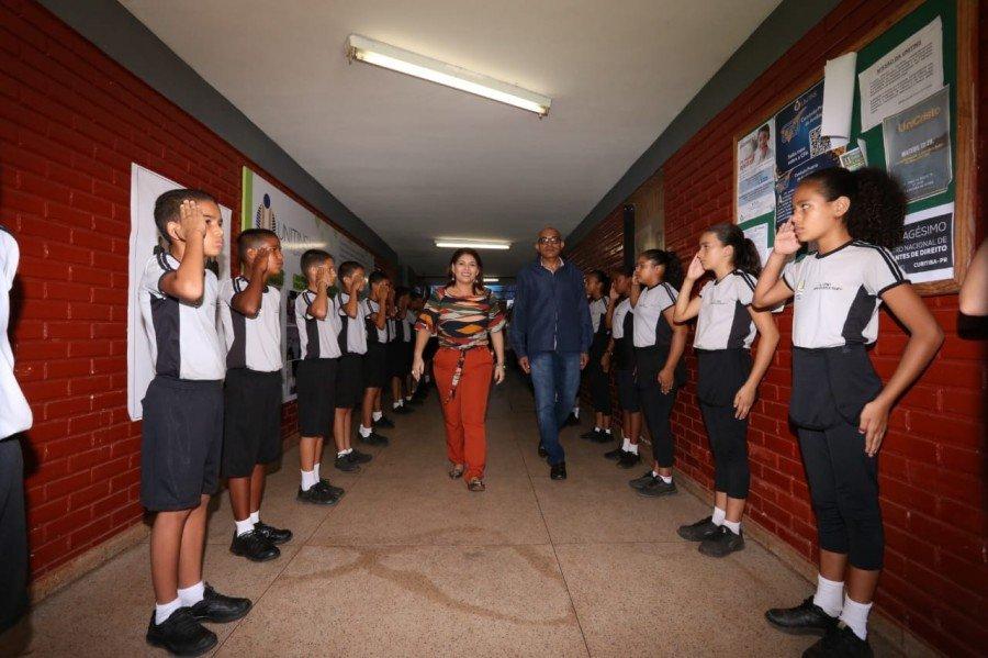 Estudantes do Colégio da Polícia Militar – Unidade XI La Salle recepcionaram a secretária Adriana Aguiar
