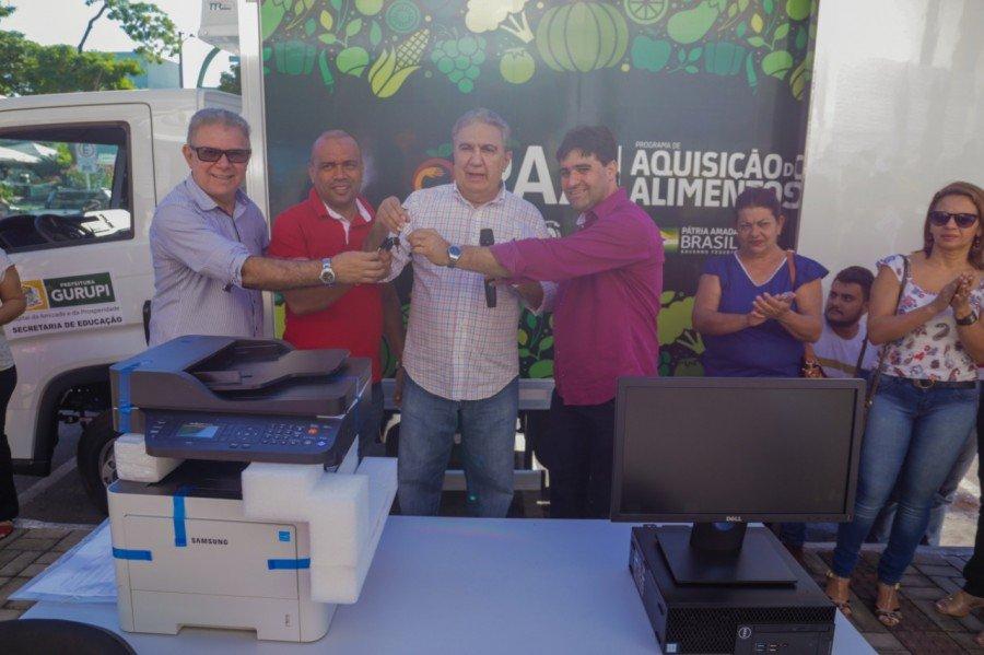Prefeito de Gurupi Laurez Moreira, entregou caminhão frigorífico e Kit para reforçar Programa de Aquisição de Alimentos (PAA)
