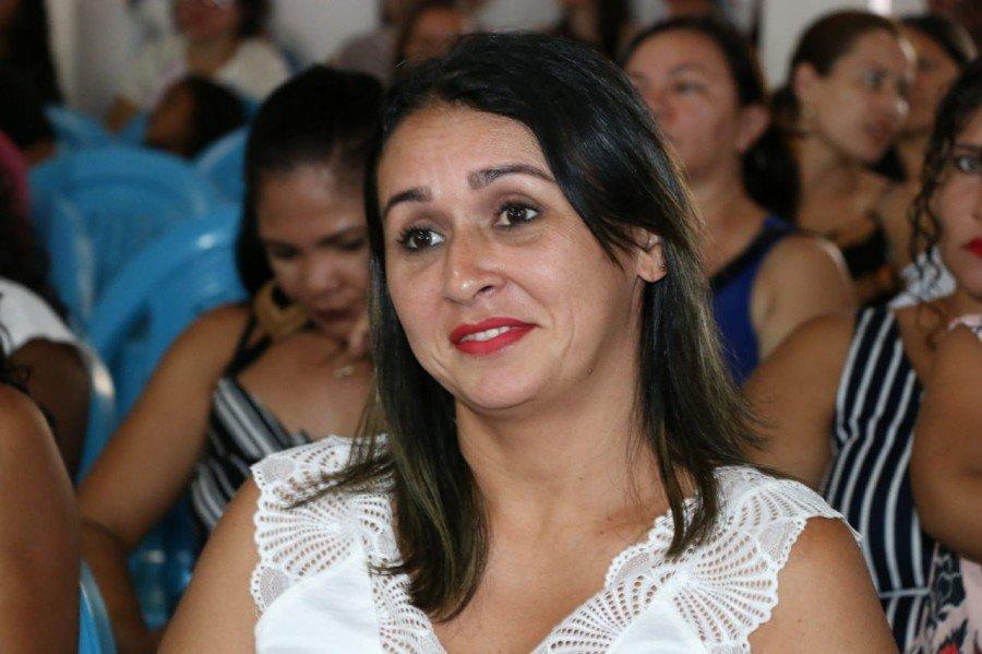 Ilma da Silva especializou-se em Designer de Sobrancelhas (Foto: Carlessandro Souza)