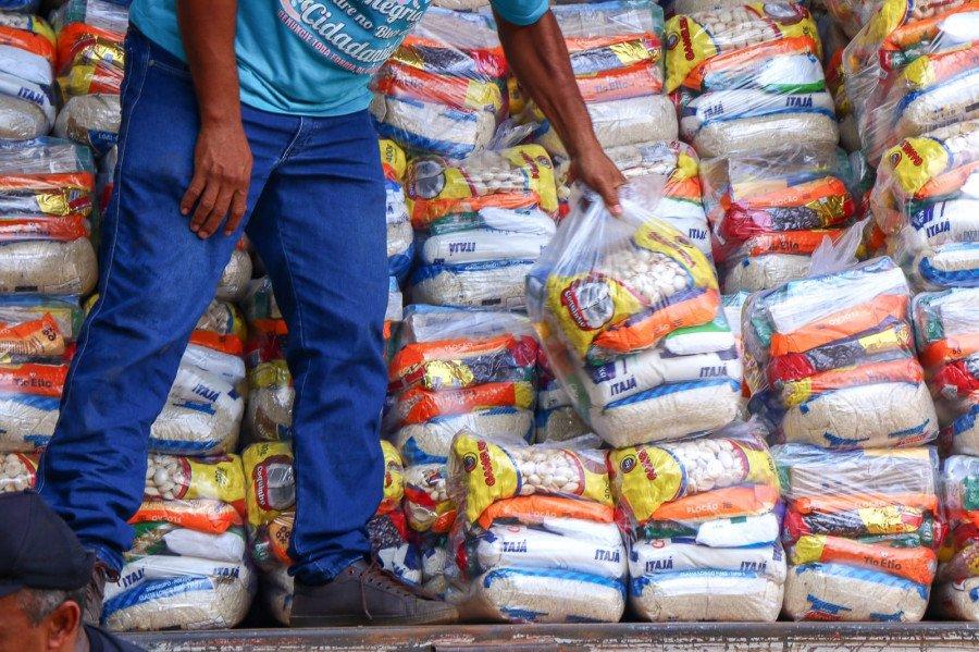 Os recursos para aquisição dos kits de alimentos são oriundos do Fecoep e de emendas parlamentares de deputados estaduais (Foto: Carlessandro Souza)