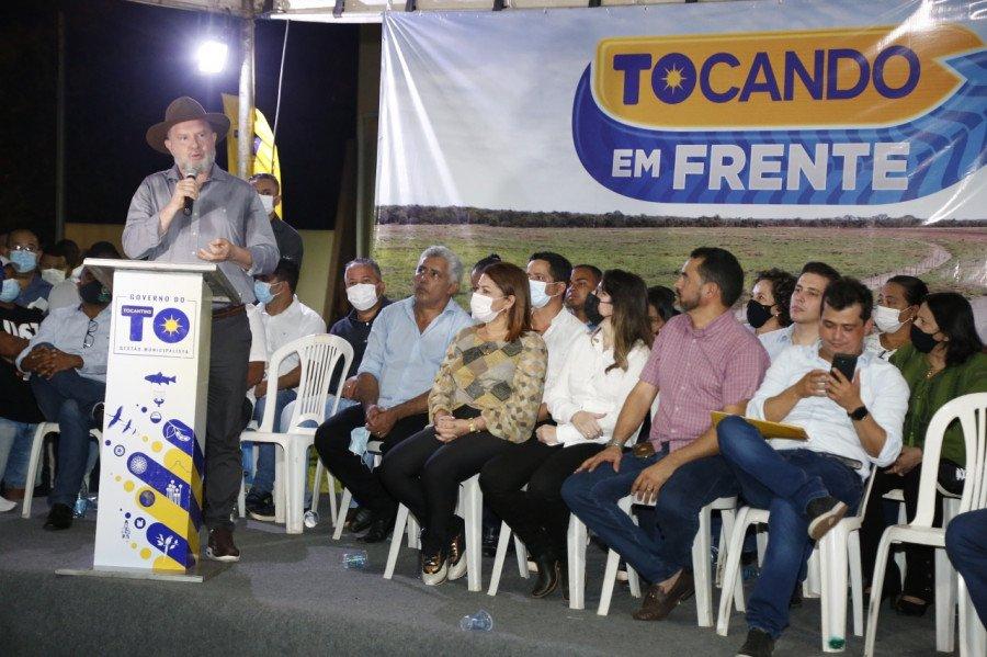 O governador Mauro Carlesse destacou que os recursos visam aquecer a economia dos municípios (Foto: Marcio Vieira)