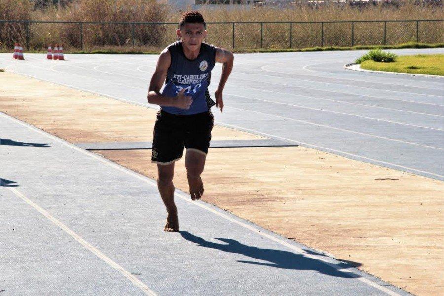 Paulo Ricardo durante o salto em distância (Foto: Juliana Carneiro)