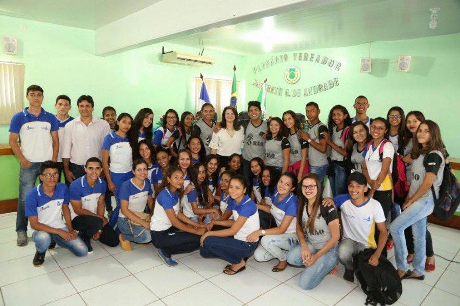 Ao todo, cerca de 210 alunos participaram do encontro com a secretária