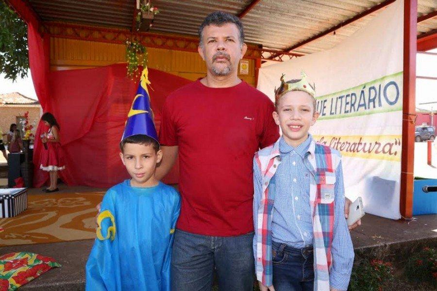 Euvaldino ao lado do filho, Fernando Henrique, e do sobrinho, Arthur de Almeida