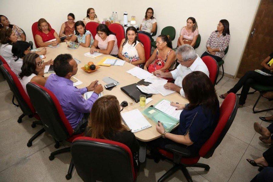 Durante os atendimentos, os diretores repassam as demandas das escolas diretamente à gestão