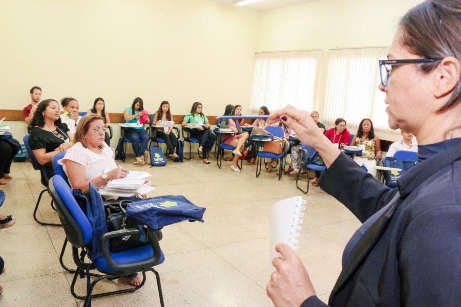 Capacitação de gestores do CadÚnico e PBF começou nesta segunda (Foto: Carlessandro Souza)