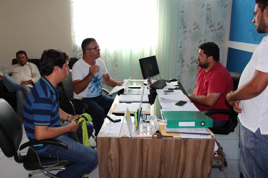 Prefeito de Axixá recebe em seu gabinete os pilotos da ATVL para tratar da competição deste ano
