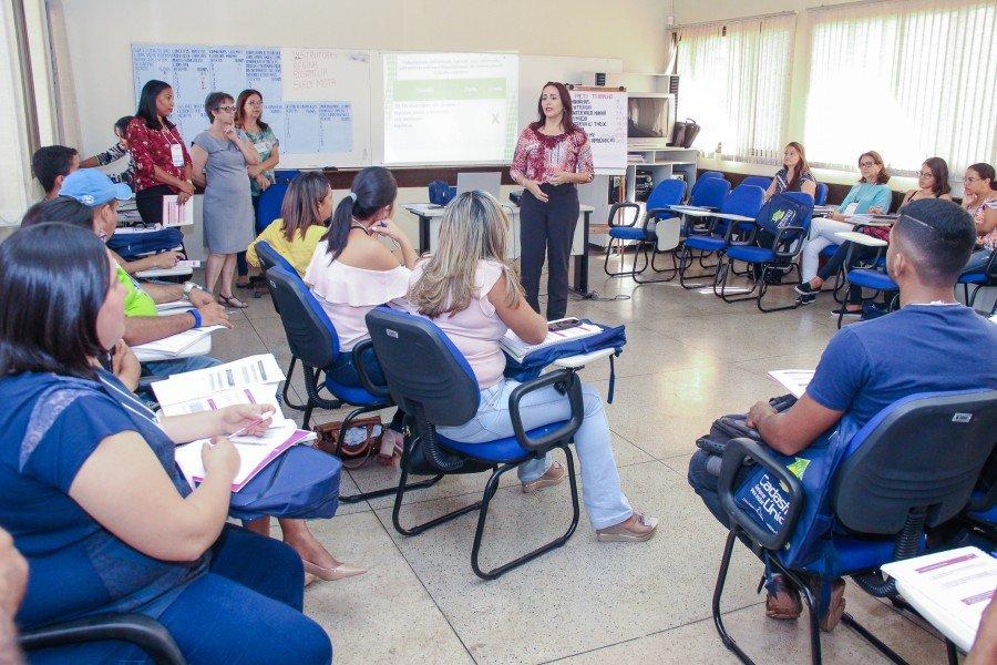 Secretária Patrícia do Amaral fala da importância das capacitações (Foto: Carlessandro Souza)