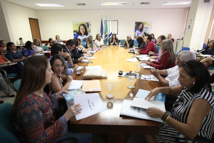 O objetivo da reunião é repassar orientações pedagógicas e administrativas para o ano letivo (Foto: Elias Oliveira)