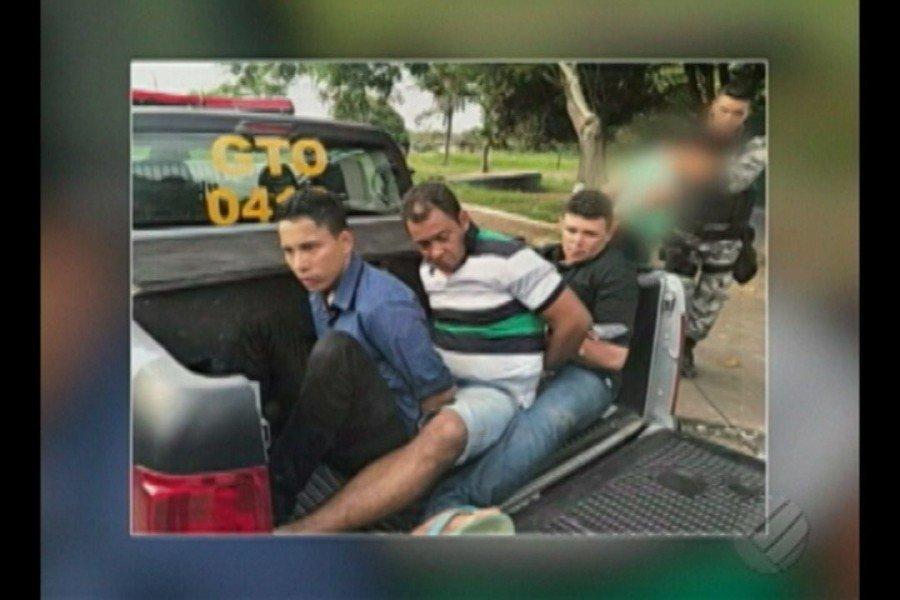 Além da prisão e apreensão dos veículos usados na fuga, a polícia apreendeu uma arma de fogo e mais de 20 mil reais