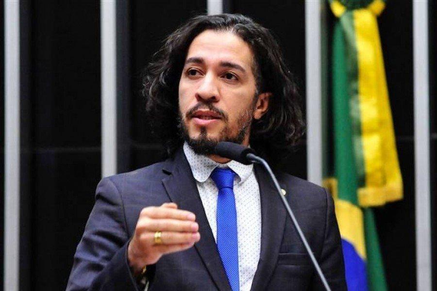 Deputado federal Jean Wyllys (PSOL-RJ), que disse que vai desistir de assumir o mandato (Foto: Divulgação)