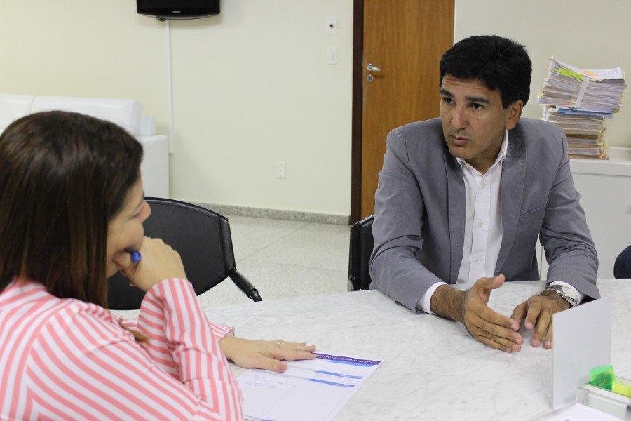 Prof. Júnior Geo solicitou soluções para problemas da educação e questionou escolas fechadas