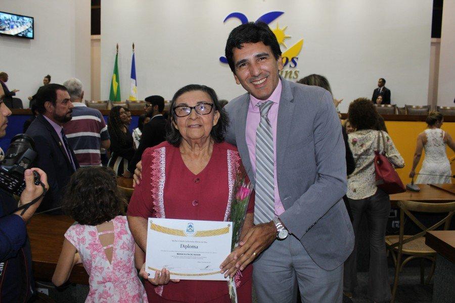 Deputado Prof. Júnior Geo homenageou professora e apresentou PL que proíbe nomeação de pessoas condenadas pela Lei Maria da Penha