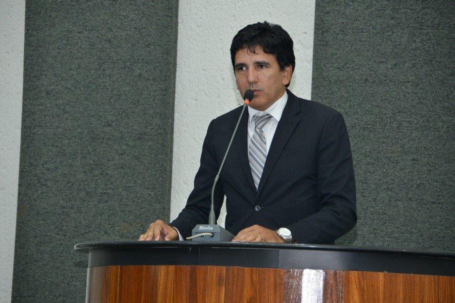 Deputado Prof. Júnior Geo cobrou ações do Governo para demandas não solucionadas com a saúde, a Ponte de Porto Nacional, a Polícia Civil e servidores