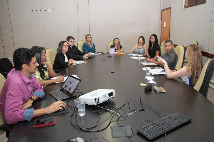Vice-reitora Darlene fala durante reunião com diretores de câmpus (Fotos: Edivan Cavalcanti / Ascom Unitins)