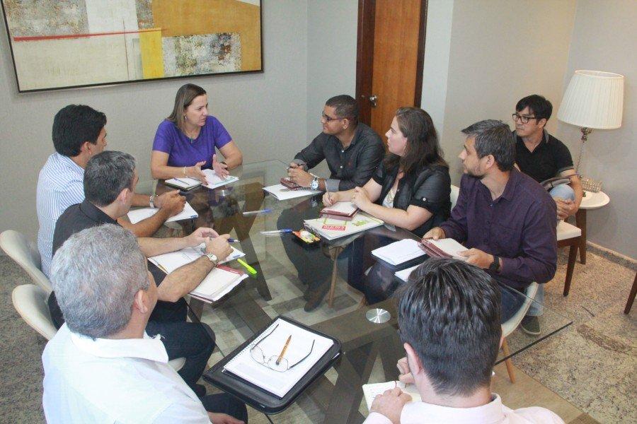 Deputada Federal Dulce Miranda recebeu o deputado estadual Júnior Geo e diretores do IFTO (Foto: Gildo Barbosa)