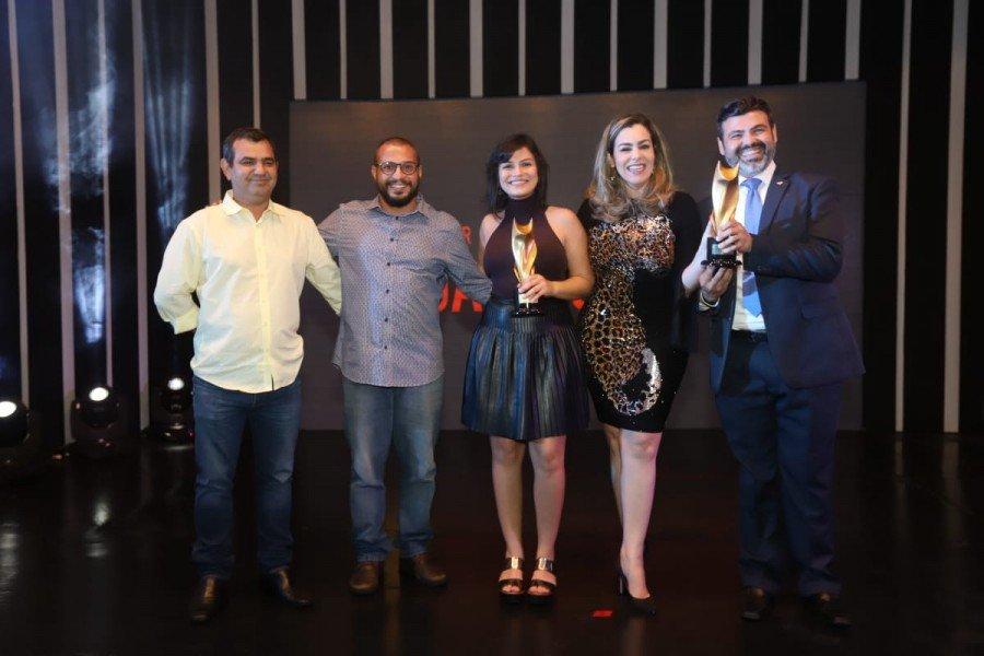 Prefeita Cinthia Ribeiro e presidente Giovanni Assis com equipe Public (Foto: Ademir dos Anjos)