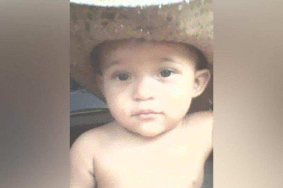 Foto em vida da criança que foi morta de forma covarde e cruel