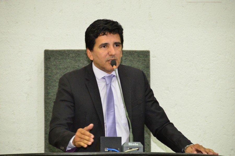 Deputado Professor Júnior Geo cobra realização de novo concurso da Polícia Militar e aumento do efetivo