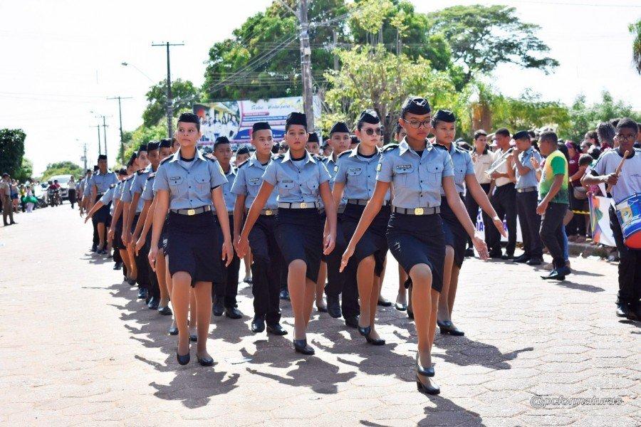 Desfile em Augustinópolis