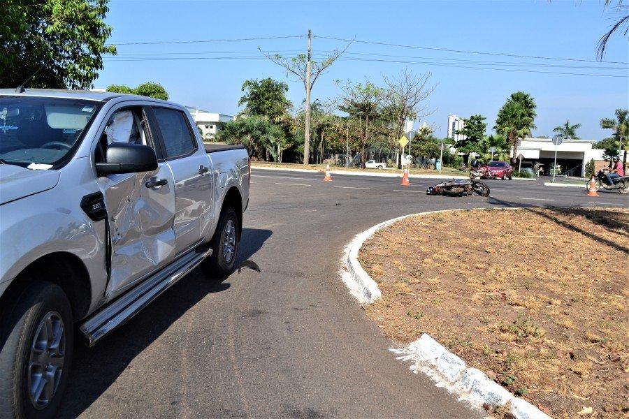 Motorista da caminhonete disse que não viu o motociclista (Foto: Soldado César Costa/Corpo de Bombeiros)