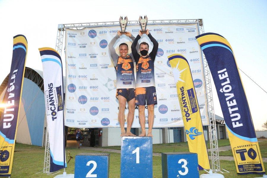 Warney (à esquerda) e Jeferson (à direita), de Tocantinópolis, foram os campeões da categoria Iniciante (Foto: José Matheus)