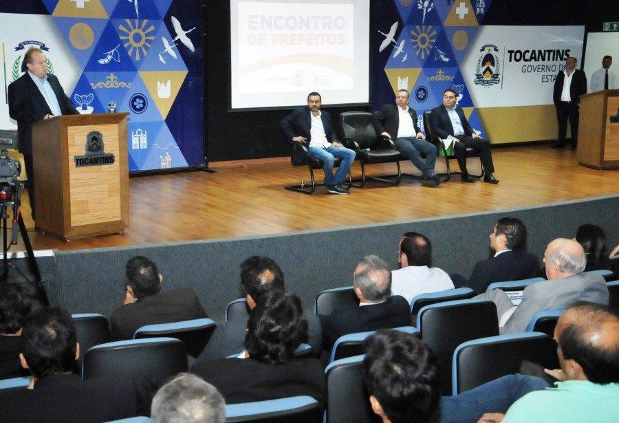 Governador Mauro Carlesse se reuniu nesta segunda-feira, 3, no auditório do Palácio Araguaia, com 92 prefeitos do Estado